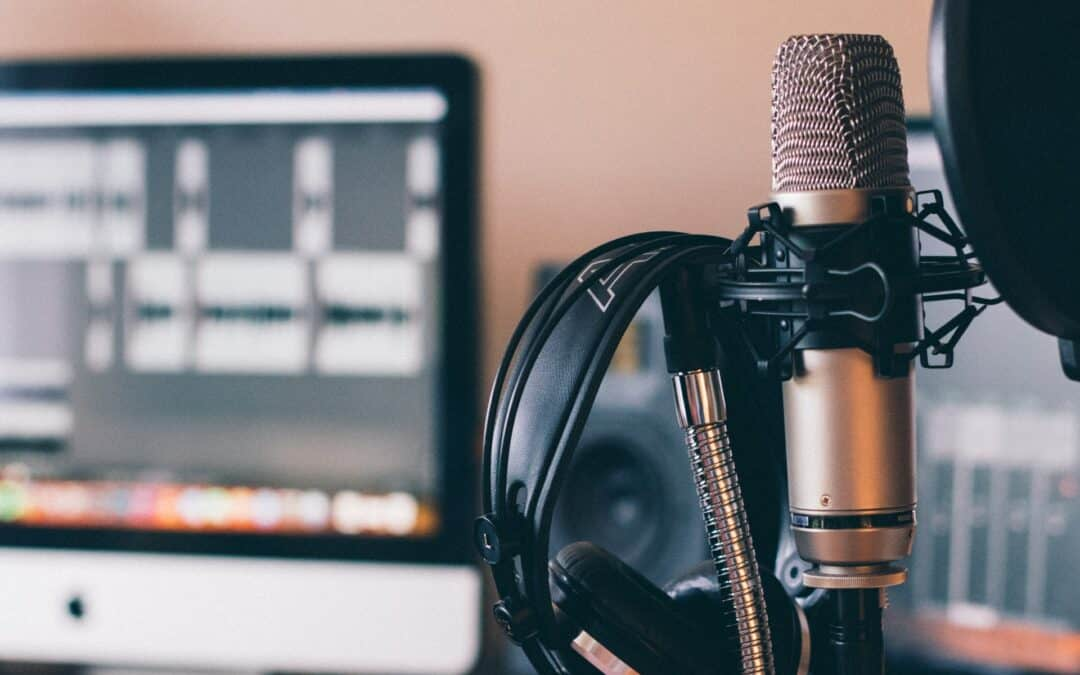 Podcast Microphone - How to Get Booked on More Podcasts | Keynote Content